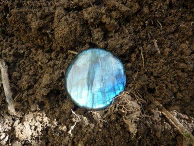Purification-rechargement des pierres-minéraux Labradorite-oeil de tigre et généralité
