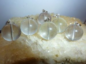 Pendentif Fluorite blanc-jaune claire - perles ronde 1,6 cm