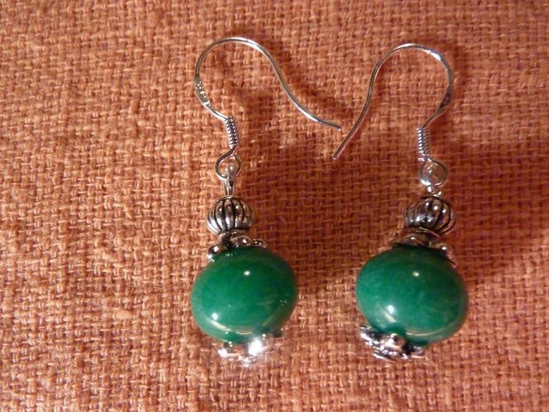 Boucles d'oreilles jade vert perles 10 x 8 mm