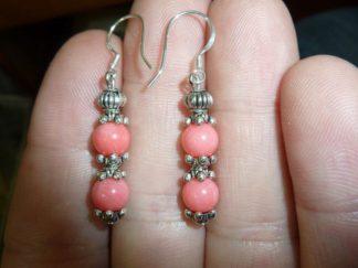 Boucles d'oreilles corail rose perles rondes 6 mm