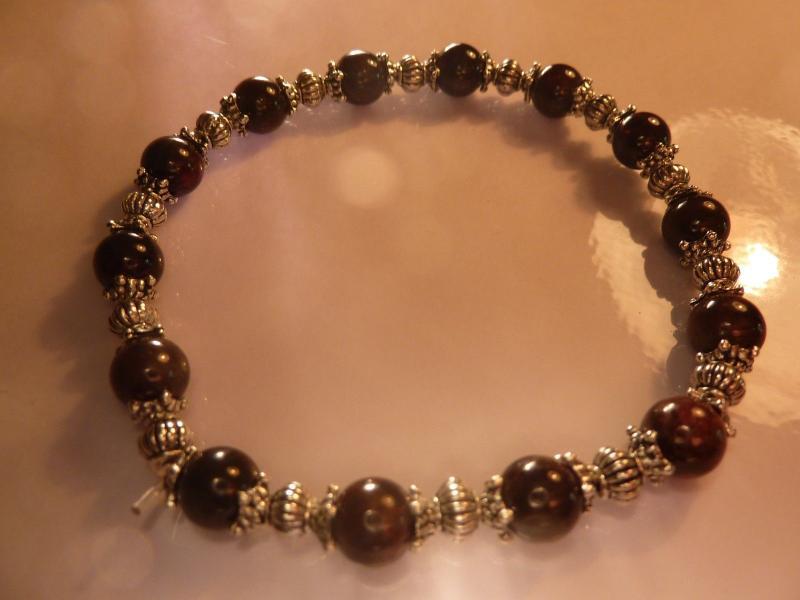 Bracelet grenat almandin perles rondes 6 mm et argent plaqué