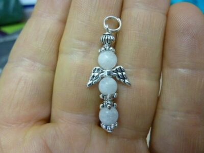 Pendentif Pierre de lune ange croix perles 6mm