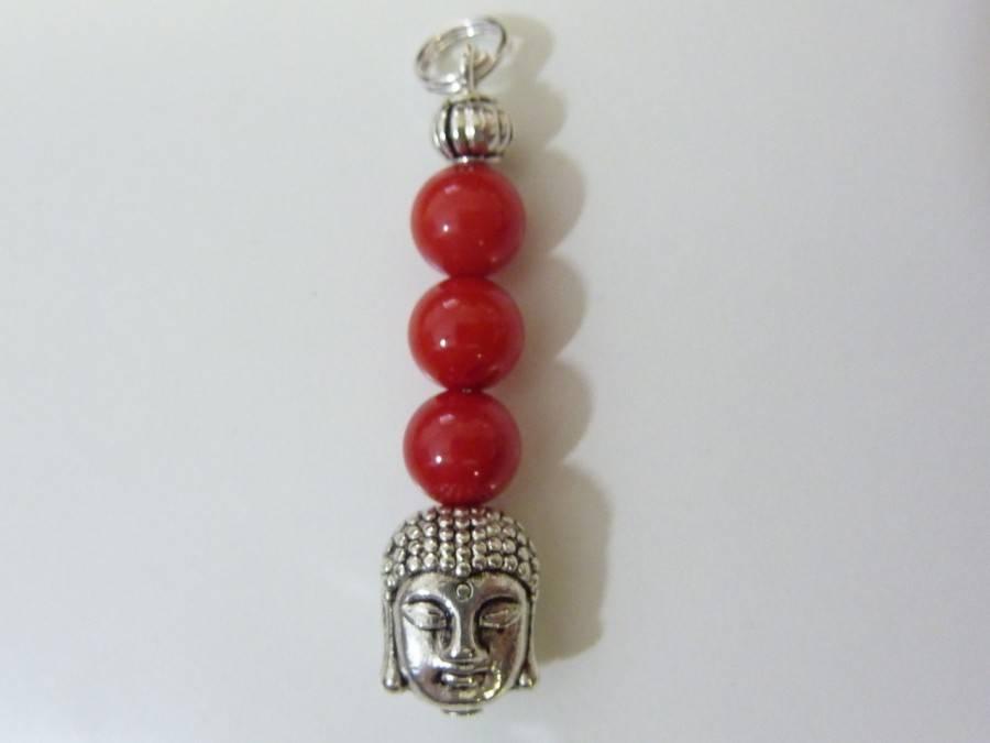 Pendentif Bouddha Corail perles 6mm longueur 3,6 cm
