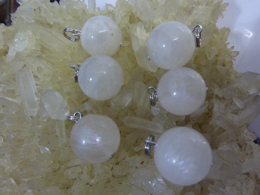 Pendentif pierre de lune perles rondes 14 mm