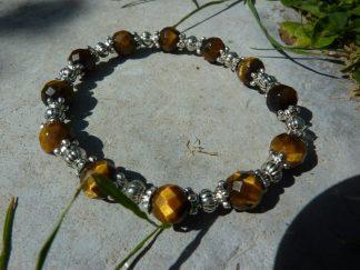 Bracelet protection: Oeil de tigre à facettes 8 mm et perles plaqué argent