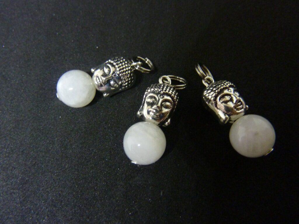 Pendentif intuition Bouddha: Pierre de lune perles 10 mm