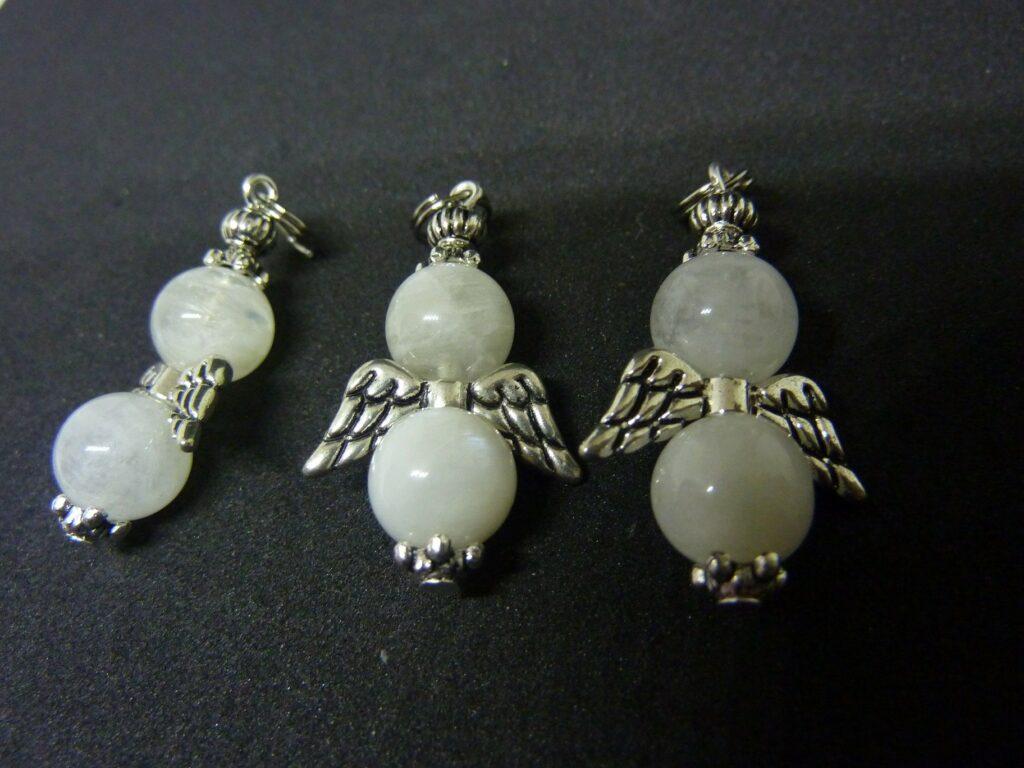 Pendentif ange pierre de lune perles rondes 10mm