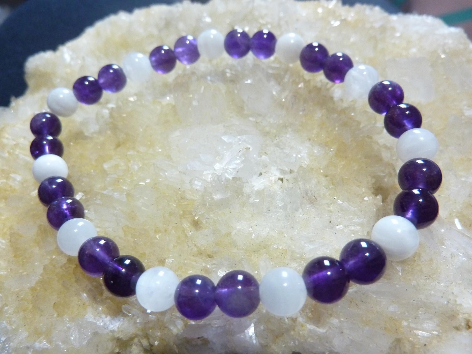 Bracelet en pierre de lune et amethyste perles rondes 6mm