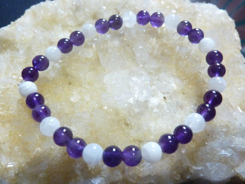 Bracelet pierre de lune-amethyste perles rondes 6 mm
