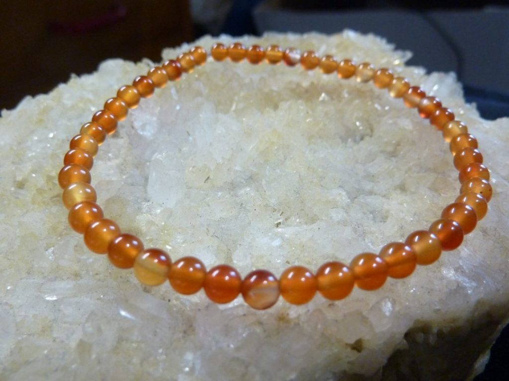 Bracelet cornaline perles rondes 4 mm