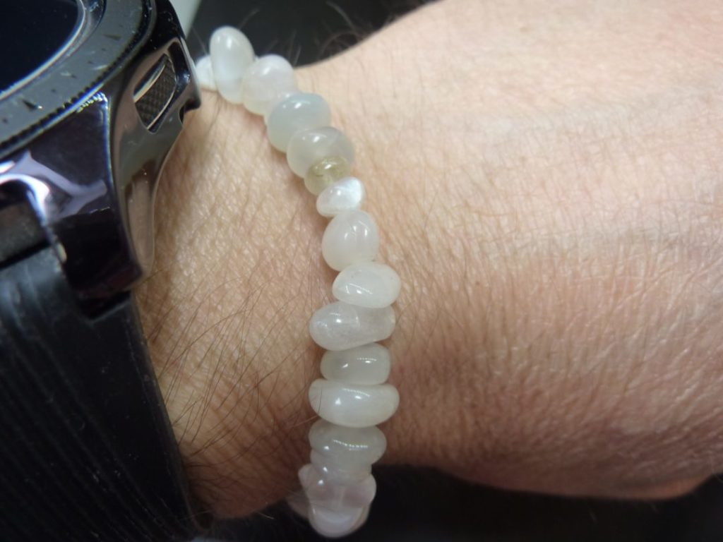 Bracelet pierre de lune perles multiformes 6-11 mm