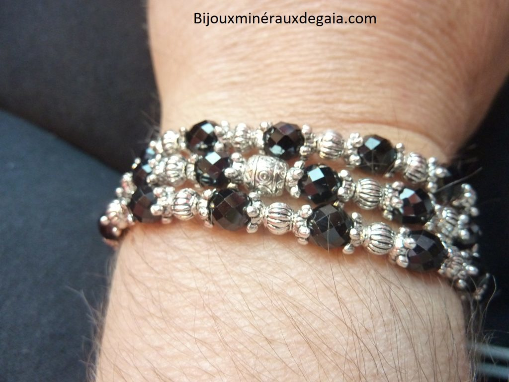 COLLIER SPINELLE NOIRE FACETTES 6 MM QUALITEE AAA