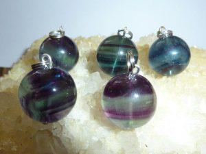 Pendentif en pierres naturelles fluorite violet vert perle ronde 16mm