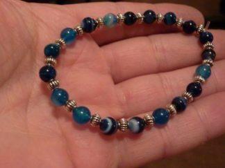 Bracelet agate rubanée bleu et perles en plaqué argent