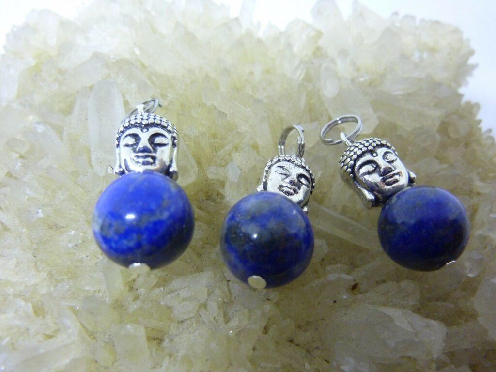 Pendentif Bouddha Lapis lazuli perles 12mm longueur 2,6 cm