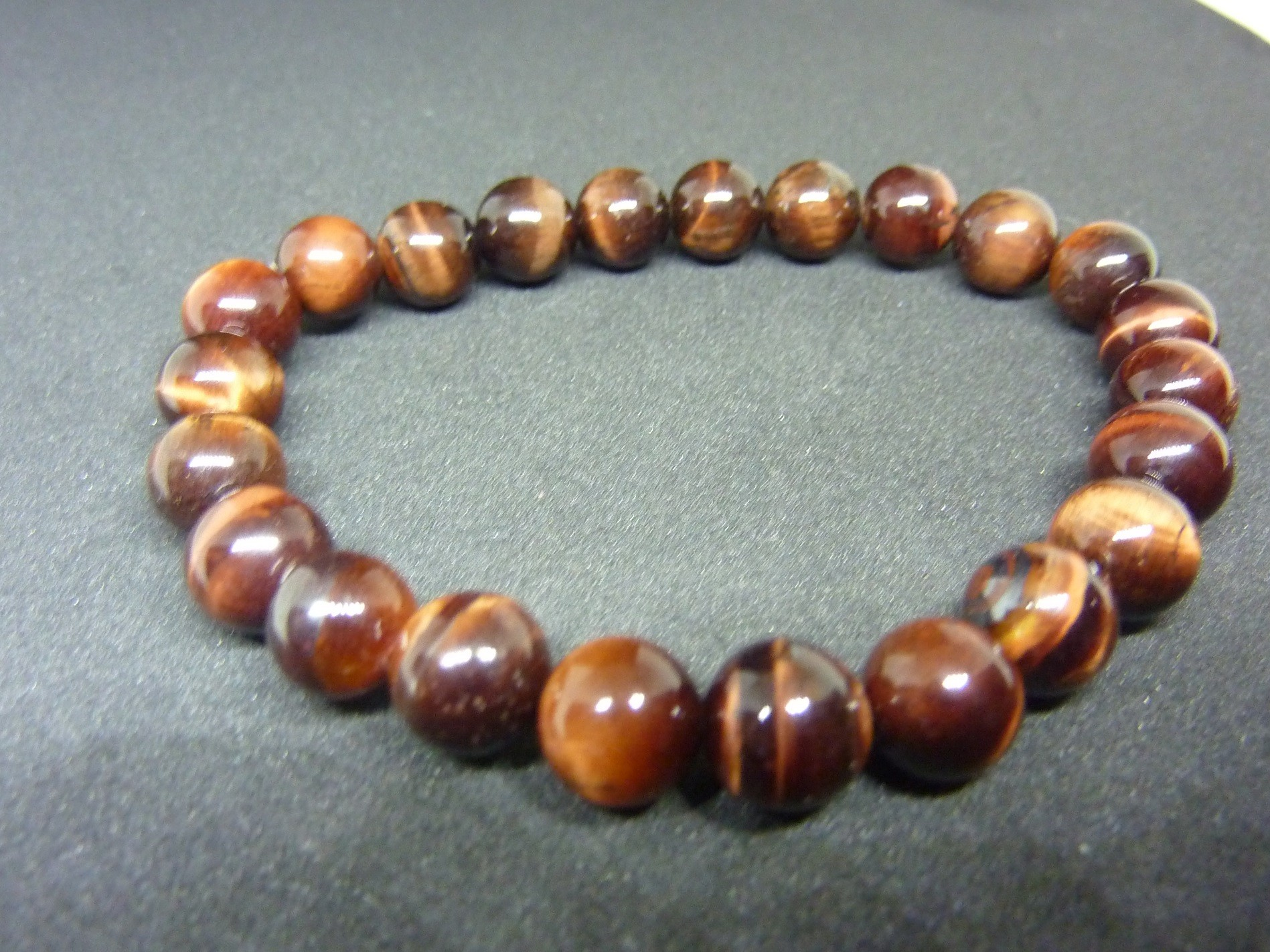 bracelet protection oeil de taureau perles 8 mm. Black Bedroom Furniture Sets. Home Design Ideas
