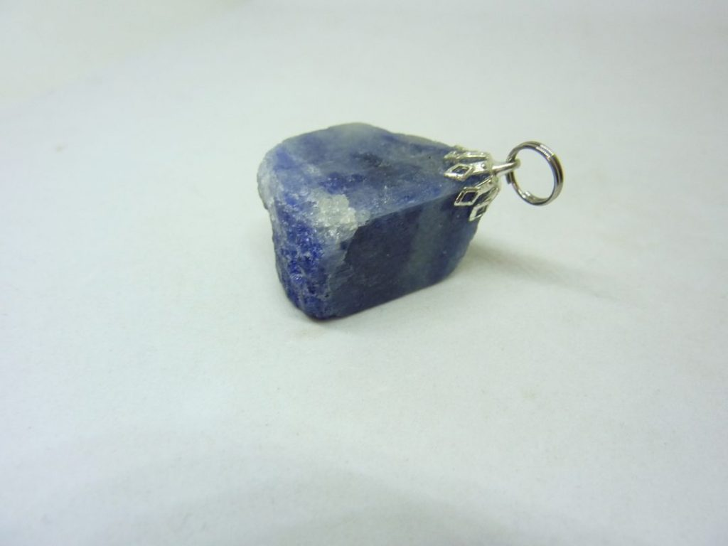 Pendentif Saphir brut 21,7 gr ref 3012