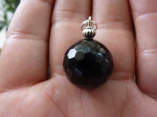 Pendentif obsidienne noire perles à facettes 1,7 cm