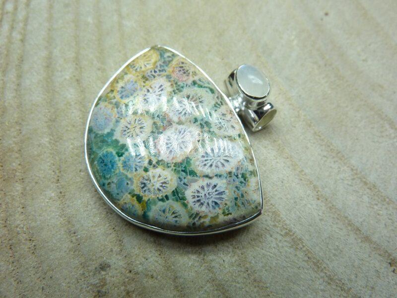 Pendentif Corail-Pierre de lune monture argent 925 ref 6363