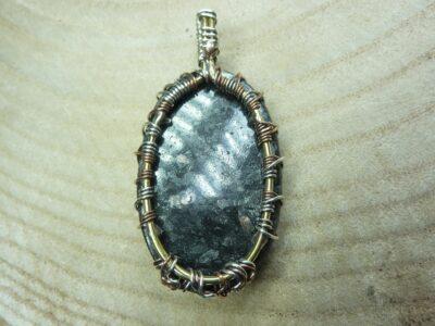Pendentif Nuummite-Arbre de vie monture cuivre Rare ref 5843