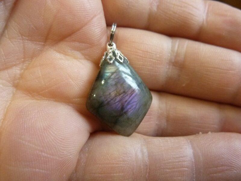 Pendentif Labradorite violette Rare ! Poids 4,7 gr ref 1232